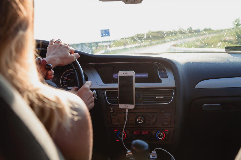Mărturiile unei românce care lucrează ca șofer la Uber în Londra