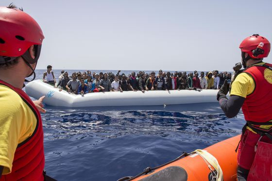 România, una din ţările care vor să primească zeci de imigranţi blocaţi la bordul a două nave umanitare aflate în Marea Mediterană