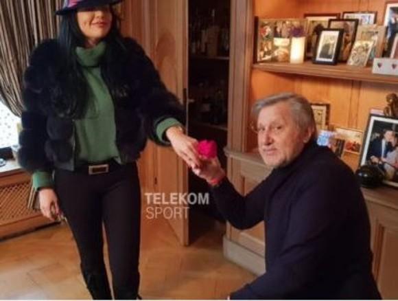 Ilie Năstase a cerut-o de soţie pe Ioana Simion cu cu un inel de 15.000 de euro.