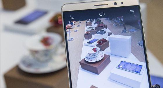 Doi angajaţi Huawei, sancţionaţi pentru că au folosit  iPhone ca să trimita felicitări de Anul Nou
