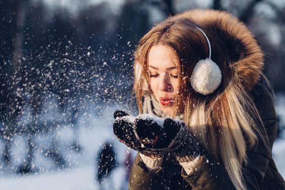 Vremea continuă să fie geroasă în weekend. În Capitală, temperaturile scad şi la minus 13 grade. Regiunea în care se încălzeşte duminică