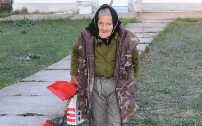 Bătrâna de 83 ani angajată la grădiniță a fost concediată…