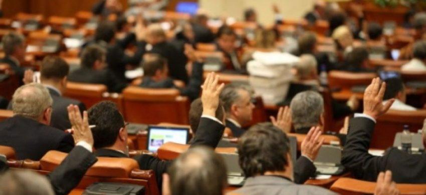 """Pensiile speciale din ROMÂNIA – cele mai """"nesimțite"""" din lume"""