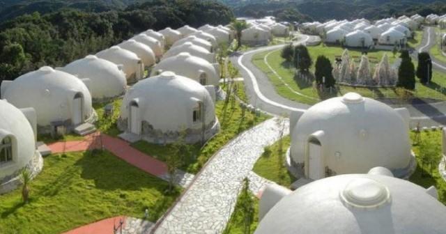 Aceste case se construiesc în 3 ore. Sunt foarte ieftine și pot rezista până la 300 de ani!