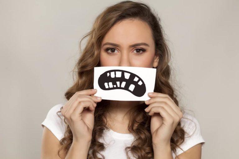 TREBUIE SĂ CITEȘTI ASTA! Obiceiuri care îţi strică dinţii