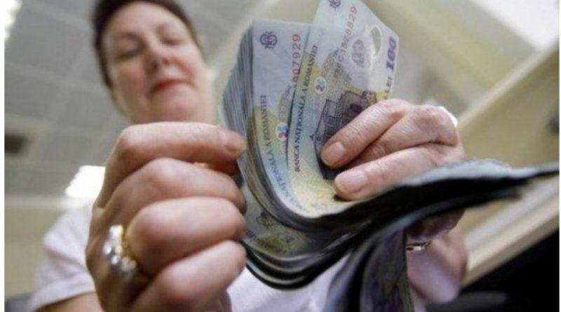 O femeie din Husi a gasit un portofel cu 61 de milioane de lei vechi in el
