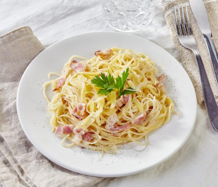 Prepararea spaghetelor carbonara si sfaturi utile pentru reusita oricarui fel de spaghetti.