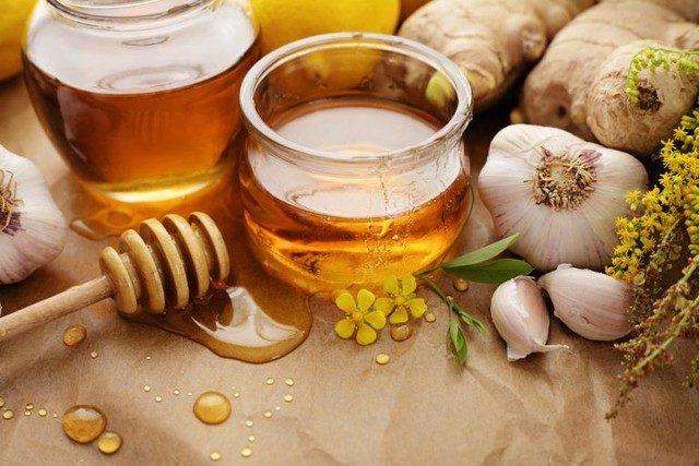 Sirop din ghimbir, usturoi, lamaie si miere pentru o stare de sănătate bună pentru:răceala, gripa ,scaderea colesterolului epuizare fizica și psihica, curatarea ficatului de toxine.